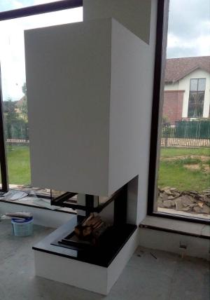 Монтаж дровяного камина в загородном доме