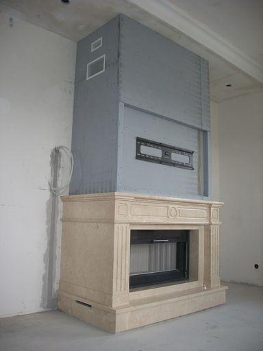 Монтаж камина с мраморным порталом